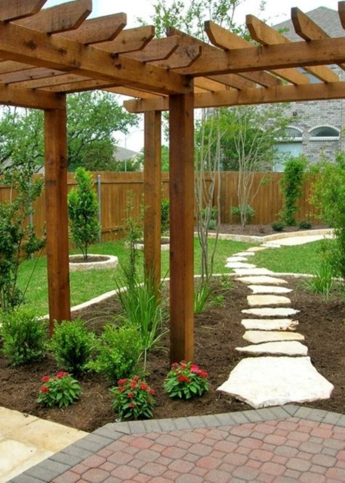 Для создание оригинальной садовой дорожки можно использовать обычные необработанные камни разной формы.