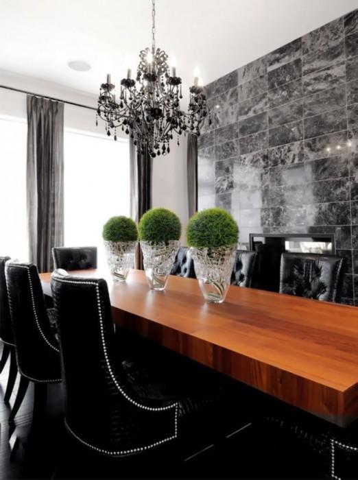 Облицовка декоративной плиткой под камень в традиционном интерьере офисного помещения.