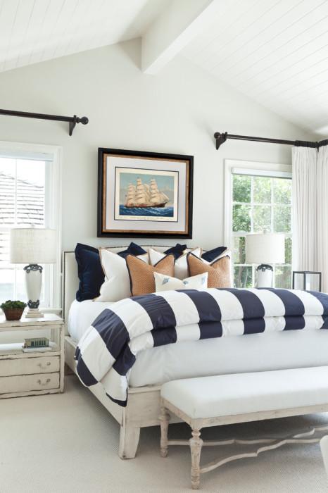 Светлый интерьер - самое оптимальное и трендовое решение для любой спальной комнаты.
