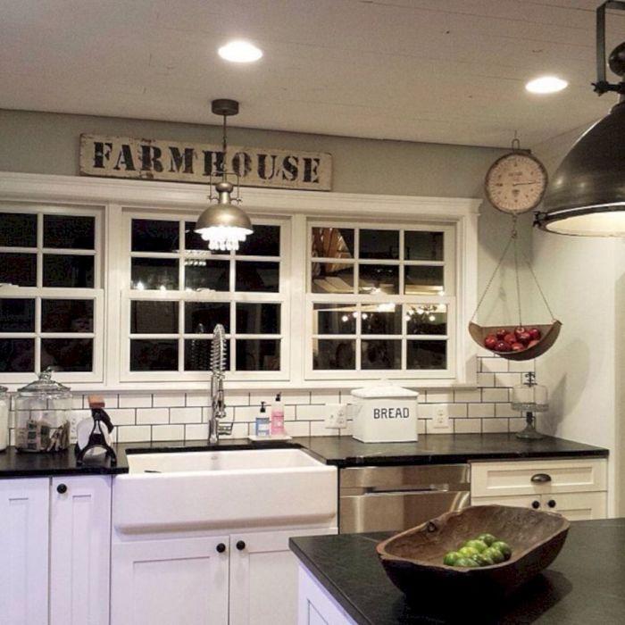 Классическая кухня в современном стиле, которая отлично подойдёт для загородного дома.
