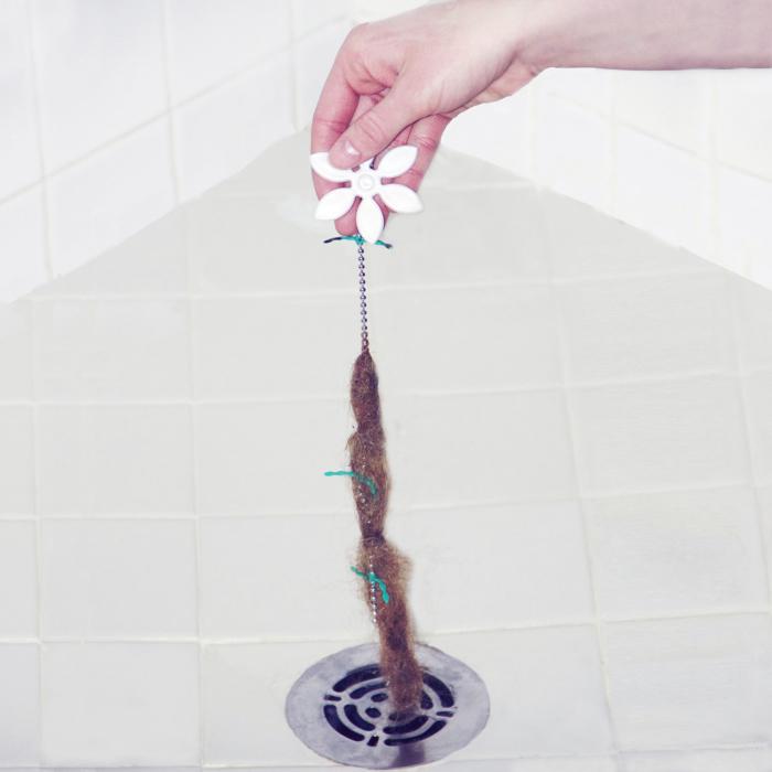 Простое средство, которое поможет очистить слив в раковине.