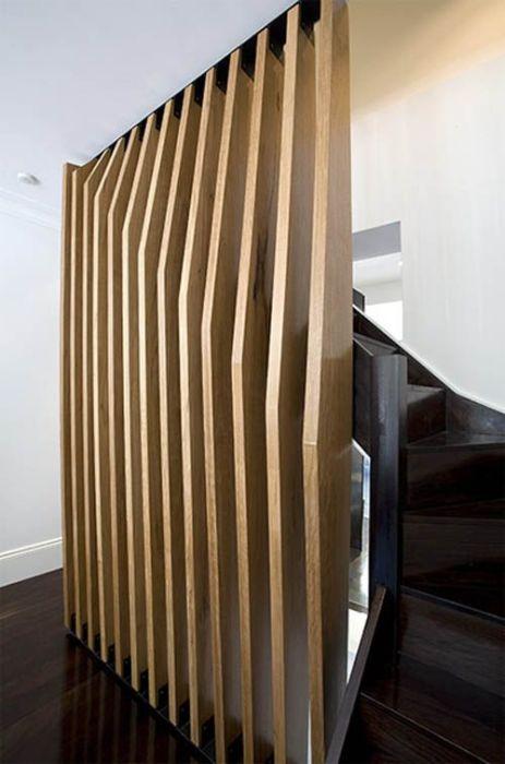 Оригинальные деревянные перегородки в загородном доме - неотъемлемая часть большинства современных дизайнерских проектов.