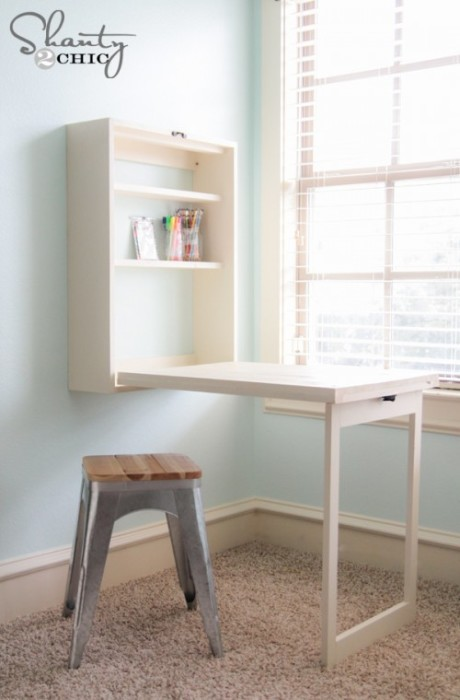 Небольшой шкафчик, который легко раскладывается в столик.