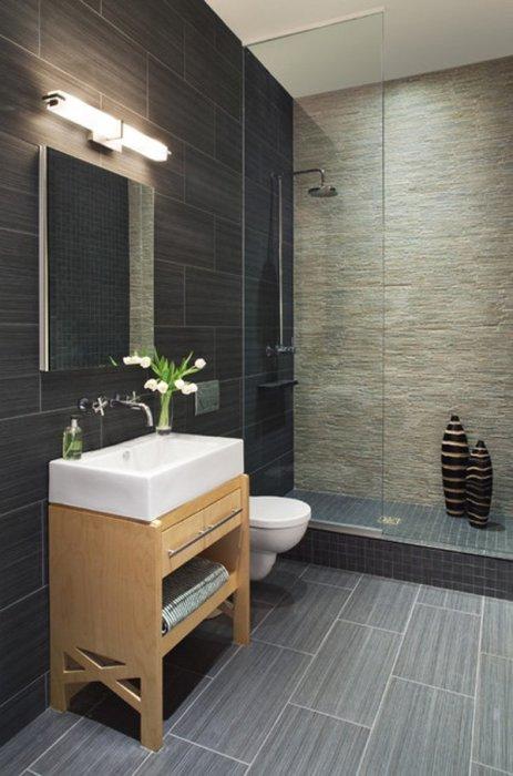 Дизайн ванной в сером цвете, в котором используются различные оттенки и фактуры.