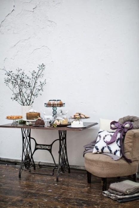 Журнальный столик из старого швейного станка «ZINGER» может стать настоящей изюминкой в интерьере.
