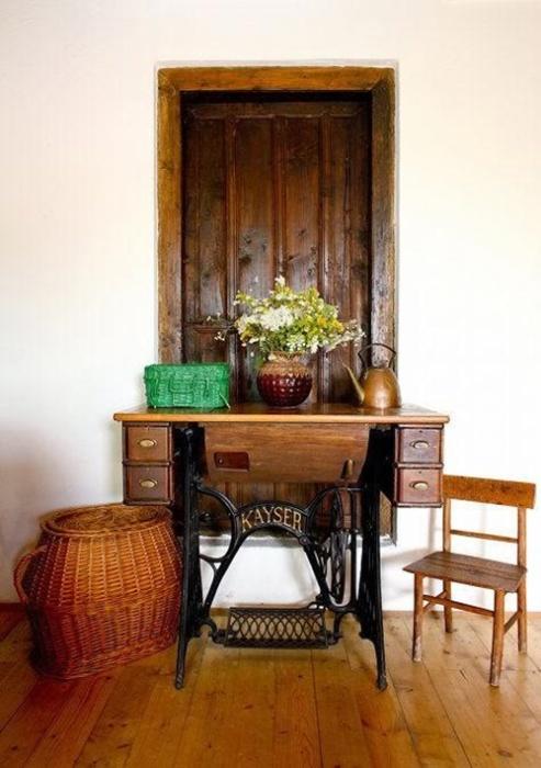 Стационарный столик из старого ножного привода «Kayser».