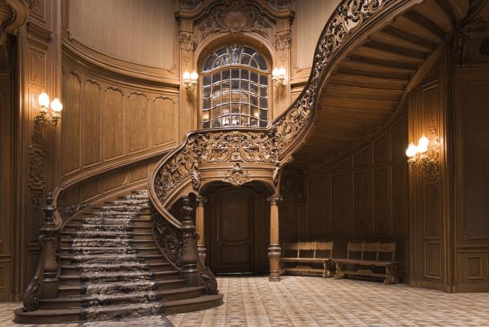 Шикарная деревянная лестница для настоящих аристократов.