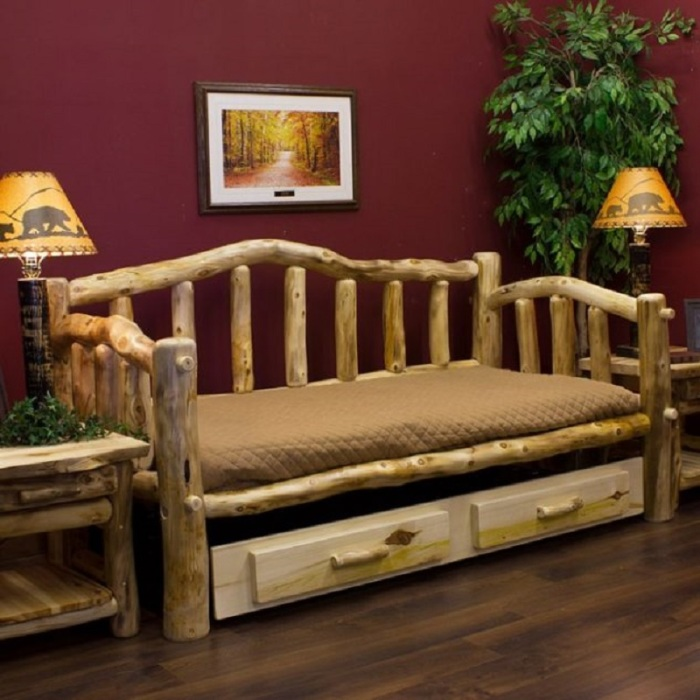 Диван из мягкой породы древесины спроектированный для гостиной комнаты.