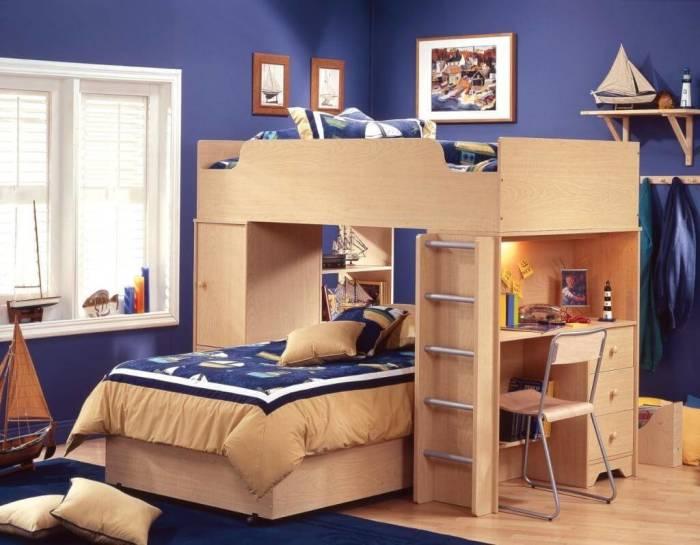 Стильная двухъярусная кровать с компактной рабочей зоной, которая идеально впишется в любой интерьер детской комнаты.