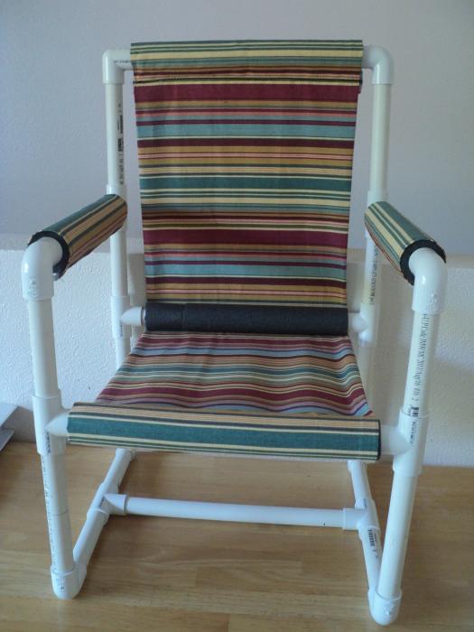 Удобное кресло из ПВХ-труб, которое легко можно разобрать и так же быстро собрать.