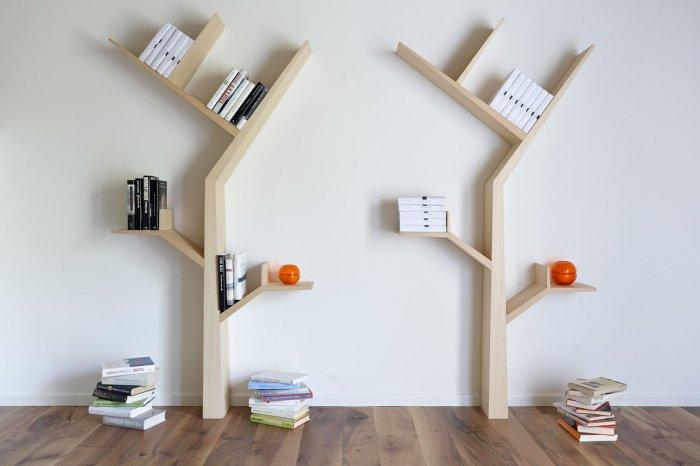 Два стеллажа в виде дерева, которые идеально впишутся в интерьер детской комнаты.