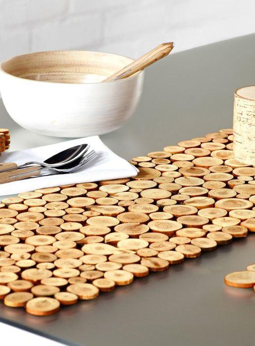 Деревянная подставка для горячей посуды не перестает быть популярной.
