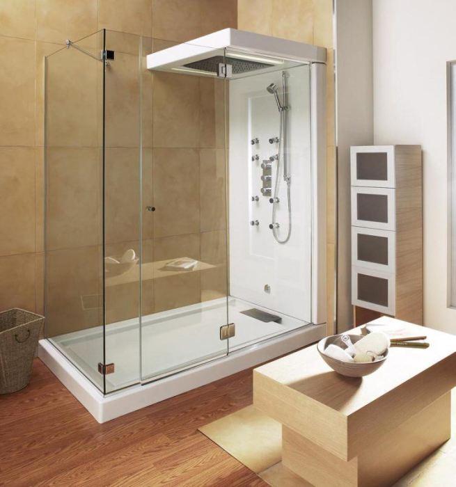 Оригинальным решением для современного интерьера ванной комнаты может стать сочетание плитки и натуральных пород древесины.