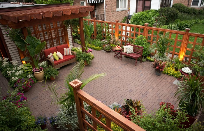 Великолепные идеи обустройства маленького двора, которые превратят его в место чудесного отдыха.
