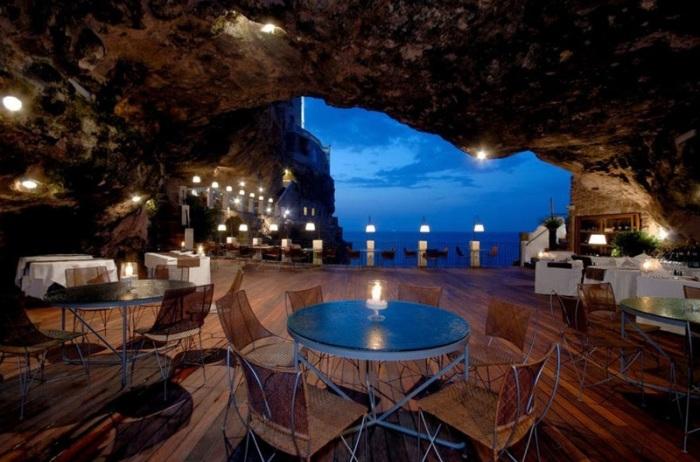 Ресторан в пещере. Италия, Апулия.