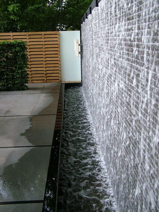 Декоративный настенный водопад для увлажнения воздуха.