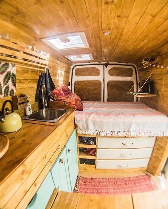 Дом на колёсах – идеальное средство для путешествий на природу с домашним комфортом и уютом.
