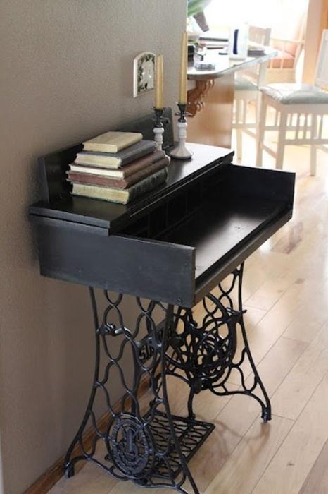 Столик для чтения - оригинальная идея использования старого ножного привода.