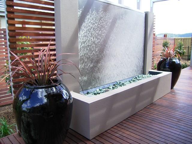 Современная конструкция искусственного водопада.