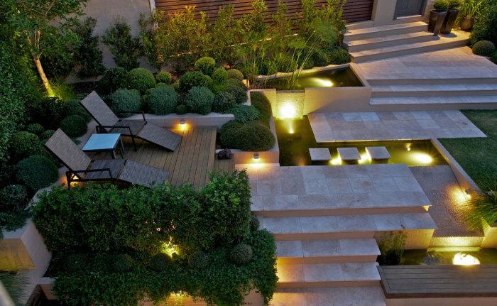 Правильно подобранное освещение, декоративные пруды и великолепное озеленение формирует современный архитектурно-художественный облик дачного участка.