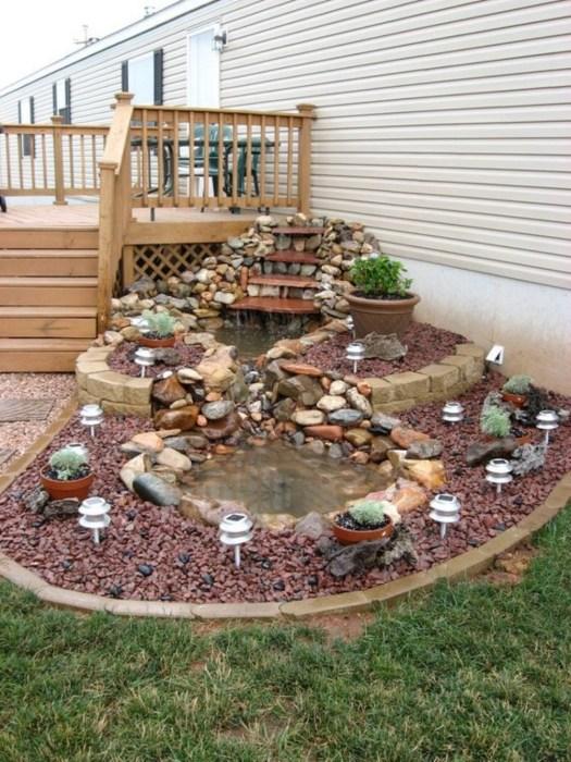 Изумительный пруд декорированный природными камнями  станет настоящей изюминкой любого садового участка.