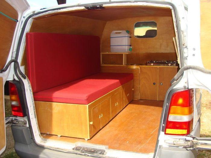 Фургон с маленькой комнаткой для отдыха, которую легко можно сделать своими руками без привлечения профессионалов.