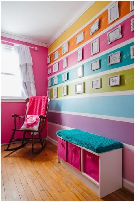 Для просторной детской комнаты хорошим выбором станут цветные мебельные конструкции.