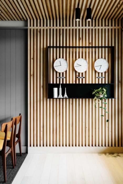 Простые деревянные рейки в руках профессионала могут стать шедевром, который украсит интерьер, наполнит его природной красотой и гармонией.
