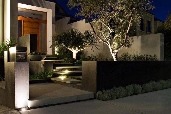 Расположение светильников вдоль дороги или ступенек - наиболее экономный вариант освещения дачного участка.