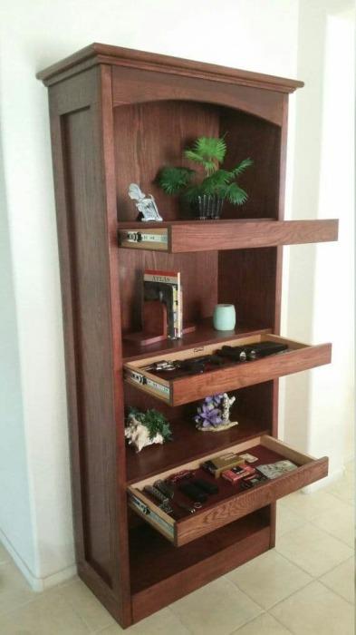 Шкаф с дополнительными выдвижными полочками.