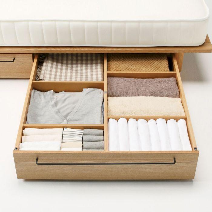 Коробки, ящички, контейнеры являются самыми простыми средствами для того, чтобы рационально использовать пустое пространство под кроватью.