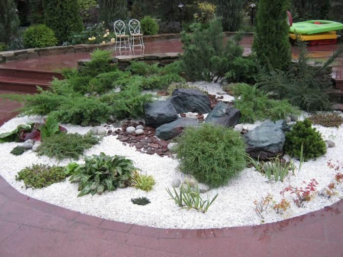 Рокарий способен мгновенно преобразить облик садового ландшафта.
