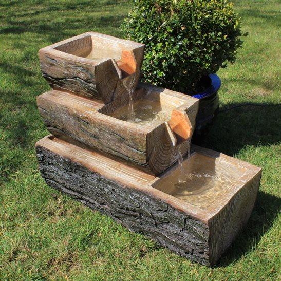 Есть что-то безбрежное даже в небольшом фонтане для дачного участка.