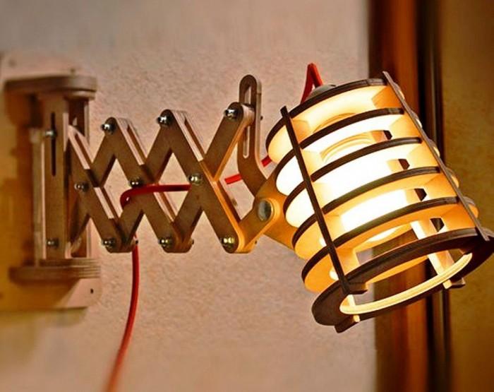 Стильный деревянный настенный светильник в стиле хай-тек.
