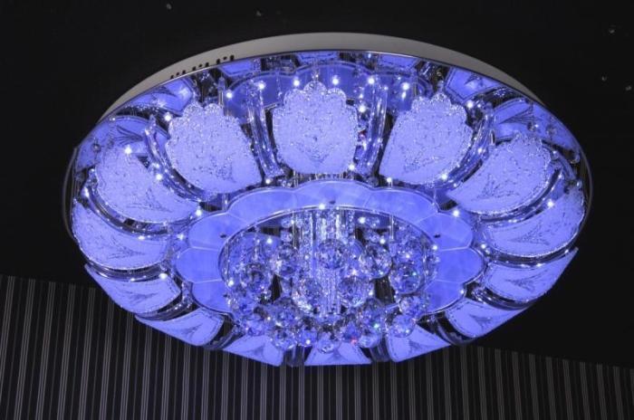 Светодиодный светильник необычной формы может стать настоящей изюминкой в любой комнате.