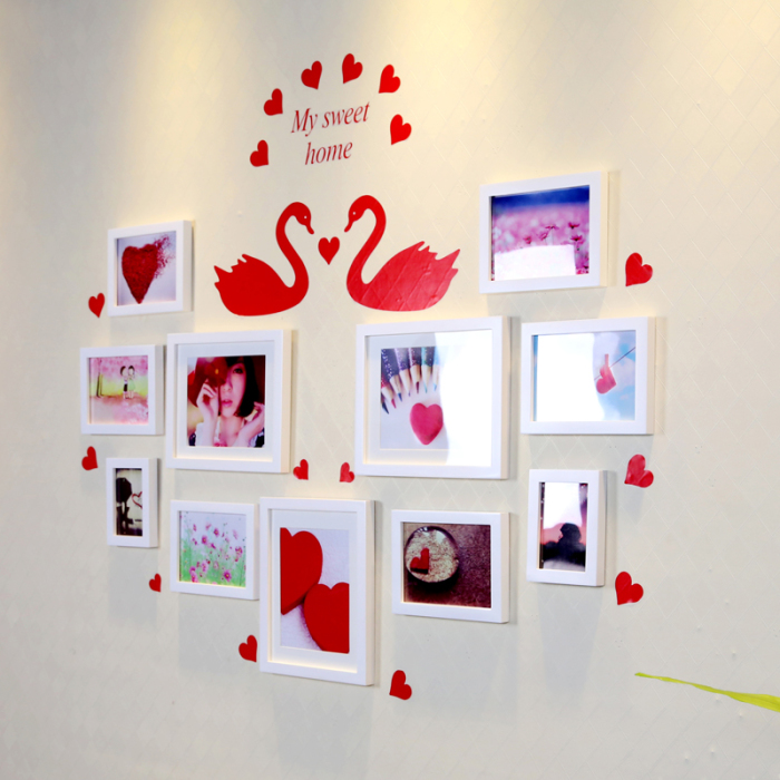 Небольшая настенная галерея в форме сердца для спальной комнаты.