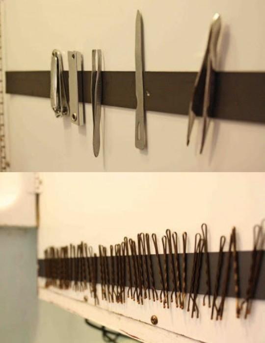Магнитная лента для хранения ключей и других металлических предметов небольших размеров.