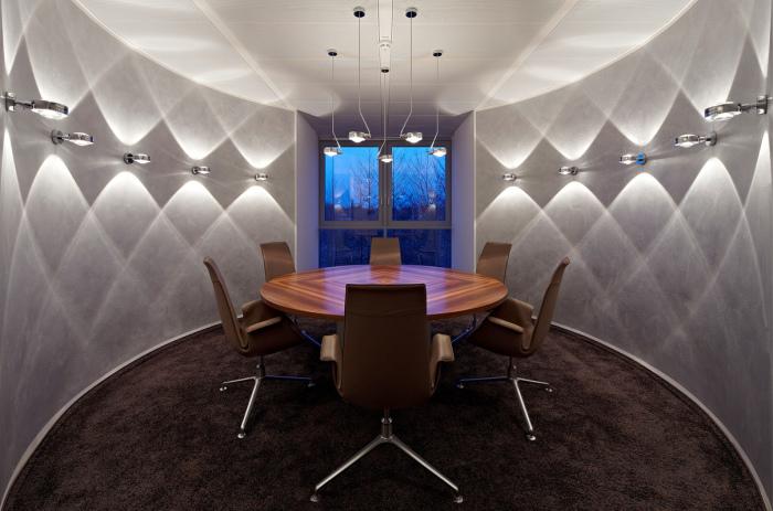 Светодиодные светильники в офисе - стильное и экономичное решение.