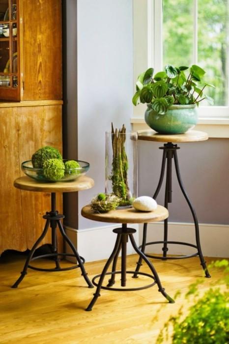 Подставки для горошков из регулируемых по высоте классических стульев.