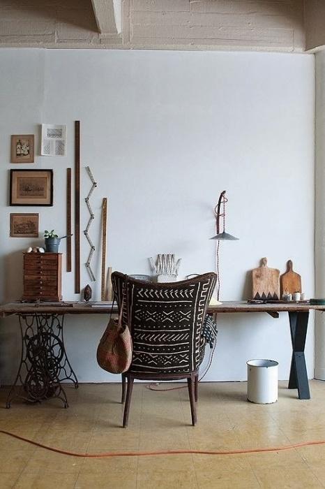 Бюджетный и весьма оригинальный столик для черчения из старинной подставки для швейной машинки.