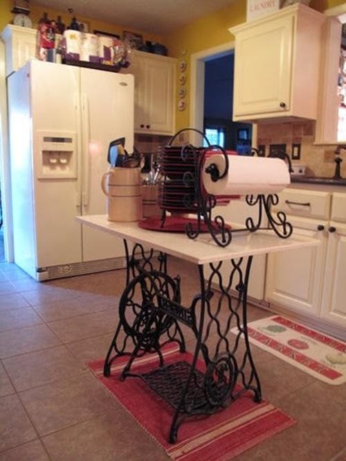 Изготовив кухонный стол из старого ножного привода своими руками, можно существенно сэкономить.