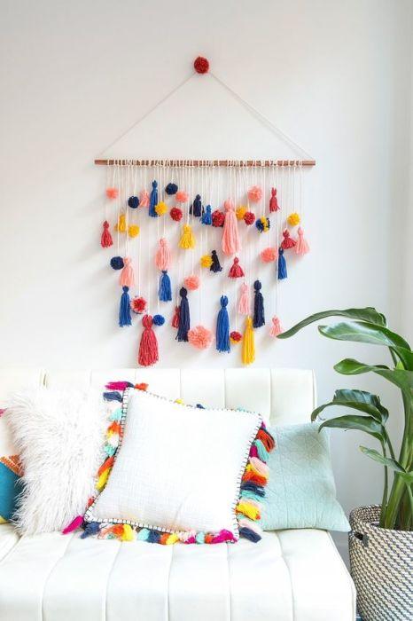 Элегантные и стильные декоративные подушки для спальни в стиле ар-нуво.