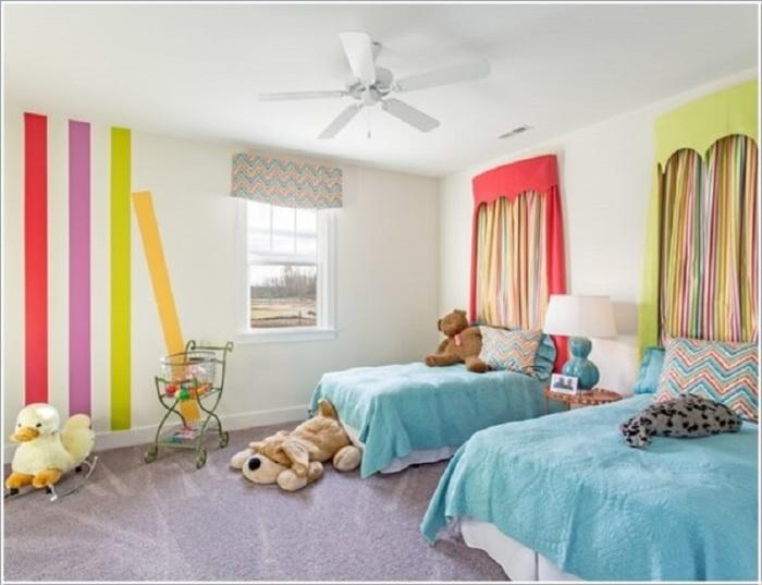 Необычные аксессуары и мебель в едином дизайне подчеркнут стильное оформление подростковой комнаты.