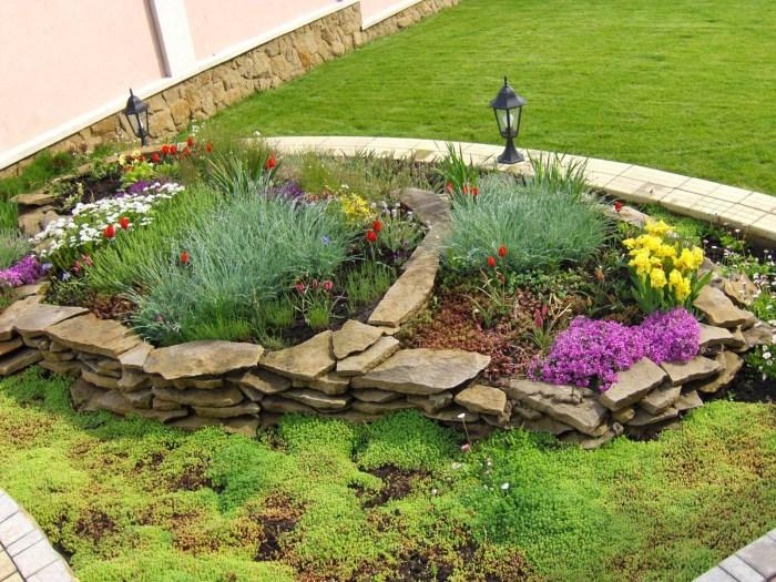 Гармоничное сочетание декоративных камней различной формы и размеров, дополненных и украшенных растениями.