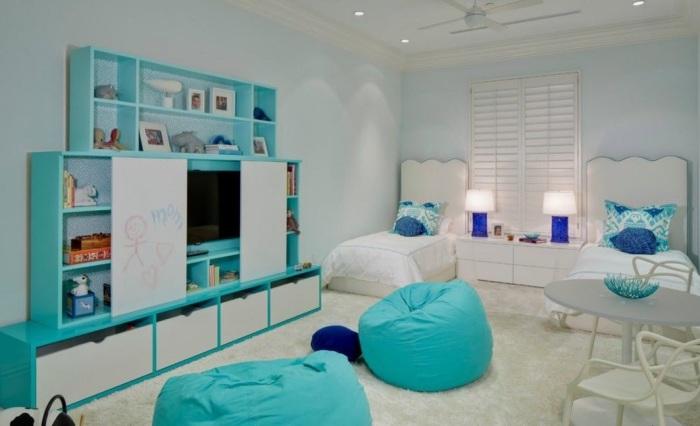 Светлый ковёр с кудрявым ворсом, который идеально гармонирует с интерьером детской комнаты.