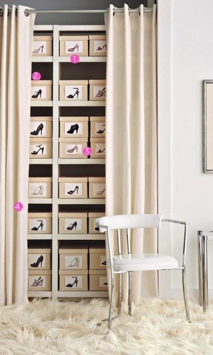Подсобное помещение в прихожей - наиболее выгодное решение для хранения обуви.
