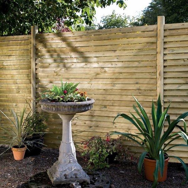Красивый и практичный забор для частного дома, который будет отлично гармонировать с ландшафтным дизайном.