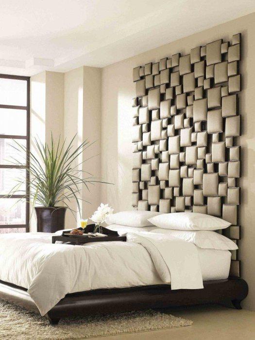 Изголовье кровати, которое создано из ортопедических подушек из латекса разной формы и размера.