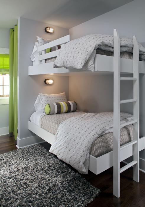 Простая и современная двухэтажная кровать с подсветкой в стиле минимализм.