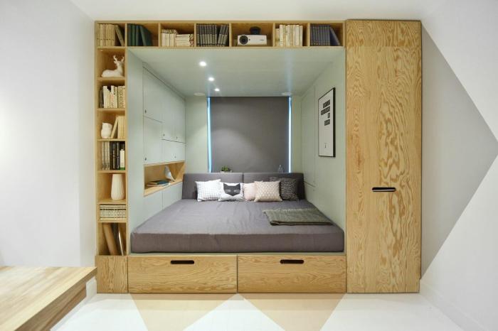 Двухместная кровать встроенная в открытый стеллаж позволит значительно сэкономить пространство в малогабаритном помещении.